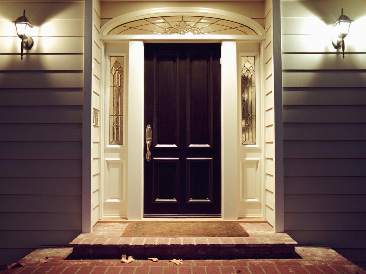 Установка входной двери в частном доме под ключ